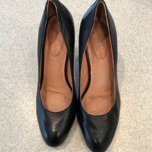 Corso Como size 6 black pumps w cushioned insole